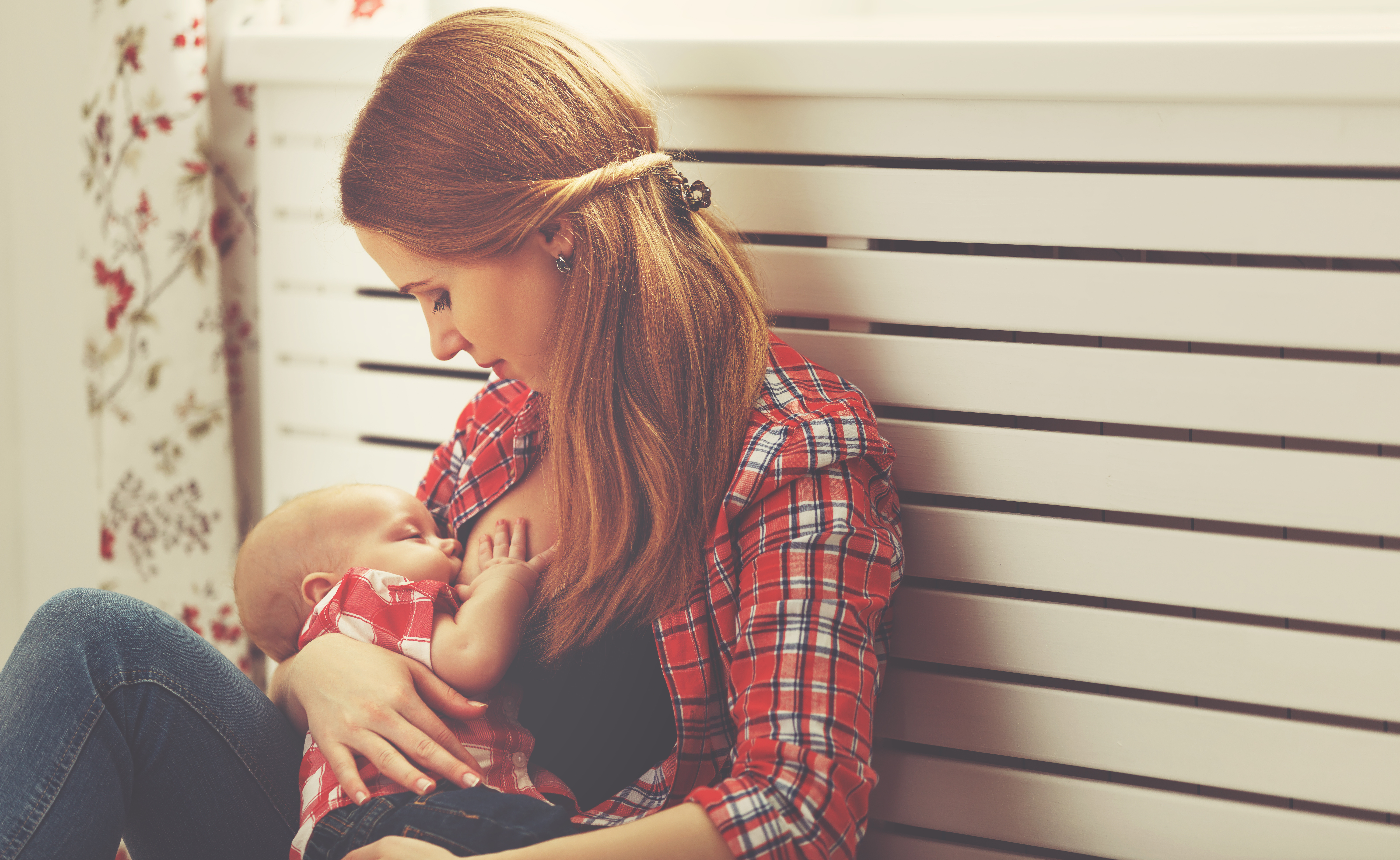 15 Productive Things You Can Do While Breastfeeding